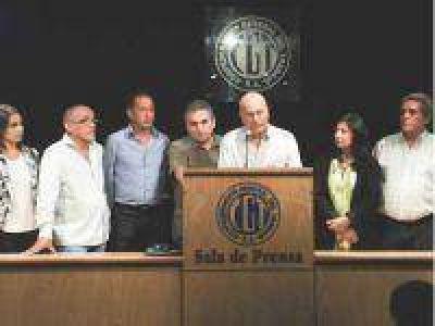 Moyano y Barrionuevo van al paro sin acto ni movilizaci�n