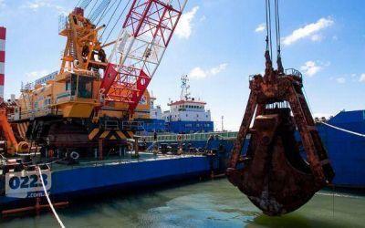 La draga intensifica los trabajos en el Puerto y se limitan ingresos y egresos