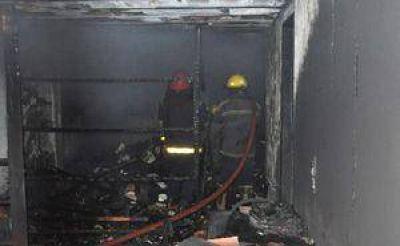 Una mujer y sus dos hijos perdieron todo por el fuego