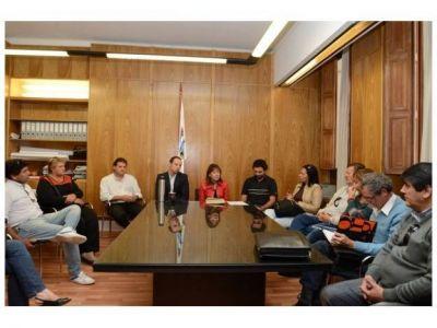 Oficializaron el aumento salarial y regularizaci�n de contratos municipales