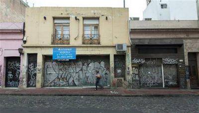Culpan a los manteros por el cierre de negocios en San Telmo