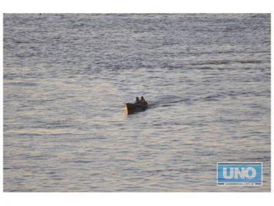 Un canoero fue atrapado cuando trasladaba ilegalmente dos dominicanos hacia Concordia