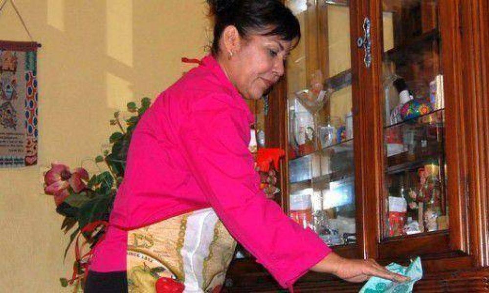 Una ama de casa debería cobrar más de 23.000 pesos al mes por las tareas del hogar