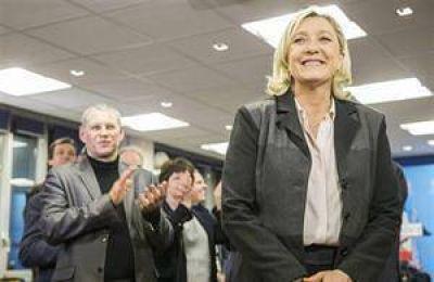 Hollande sufre una paliza electoral que lo forzaría a cambiar su gobierno