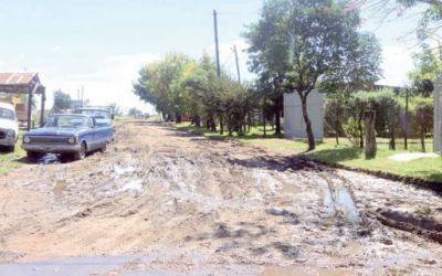 Reclamo de vecinos por el estado de las calles y falta de iluminación