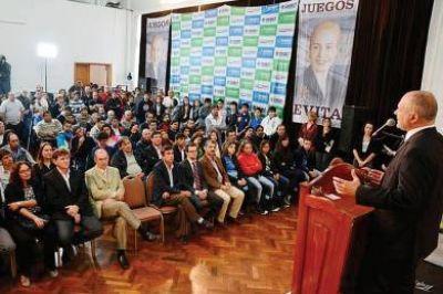 El Gobernador Martín Buzzi presentó los Juegos Evita 2014