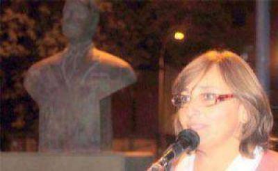 La UCR recordó a Alfonsín y destacó su acción de gobierno Nora Amorena y Silvia Sadaha hablaron anoche en el acto