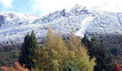 Llegó la nieve otoñal al cerro Catedral
