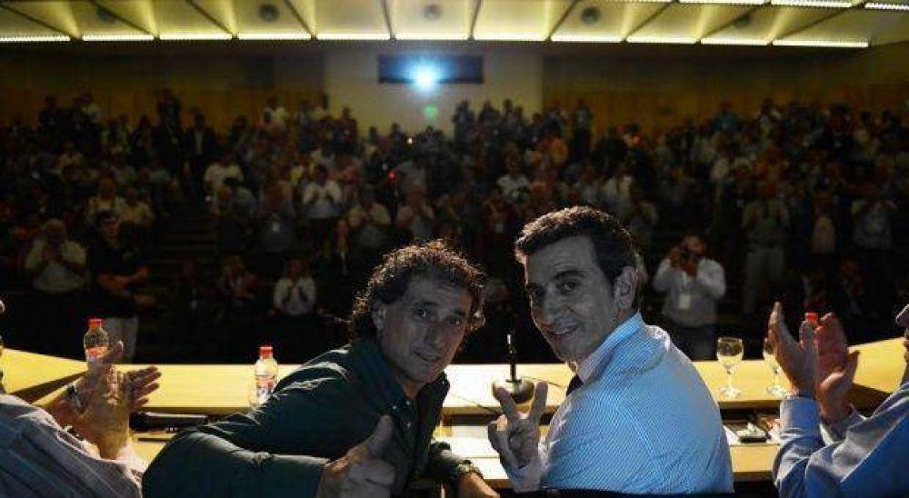 Tras reunirse con Randazzo, delegados de la Unión Ferroviaria no se suman al paro de Moyano