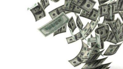 El dólar blue vuelve a caer y opera por debajo del dólar tarjeta