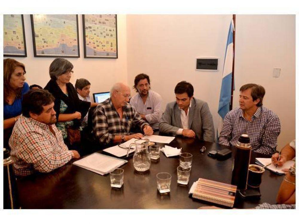 Hubo acuerdo salarial entre el gobierno y los gremios ATE y UPCN