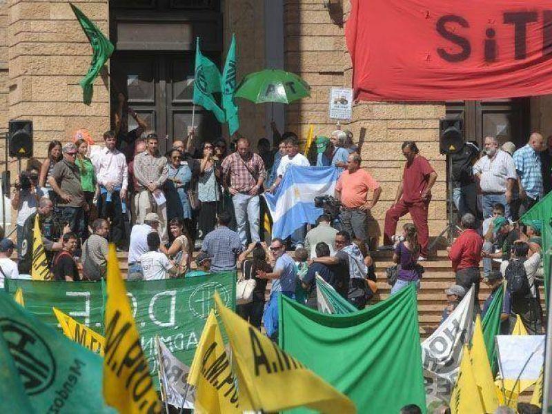 Los trabajadores de la Administración Central rechazaron la oferta salarial y ratificaron el estado de asambleas