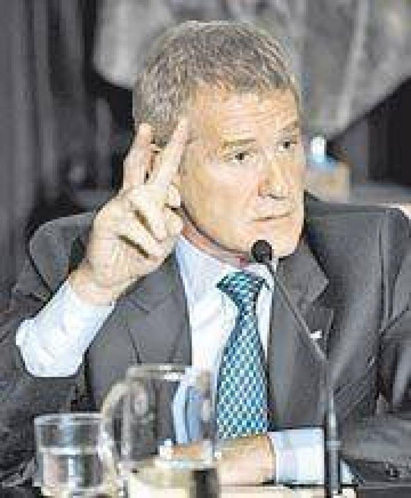 Si le gana a Kirchner, De Narváez le apuntará a la conducción del PJ