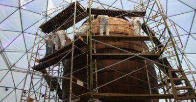 Comienza la construcción del huevo gigante