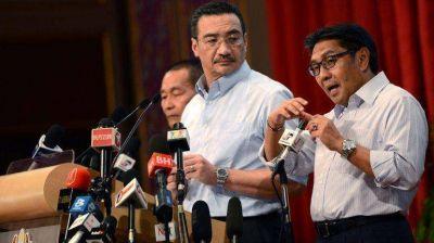 Más misterio en Malasia: cambiaron las últimas palabras del piloto