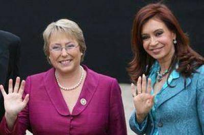 """Terremoto en Chile: Michelle Bachelet agradeció el llamado de Cristina Kirchner y decretó el """"estado de catástrofe"""""""