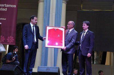 Junto a la Cruz Roja, el Intendente Bruera reconoció la tarea del voluntariado durante la tragedia del 2 de abril