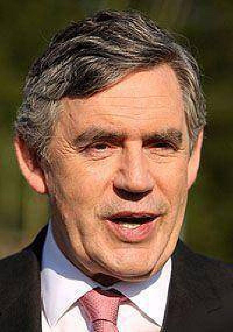 Brown contrató al asesor de la reina para mejorar su imagen