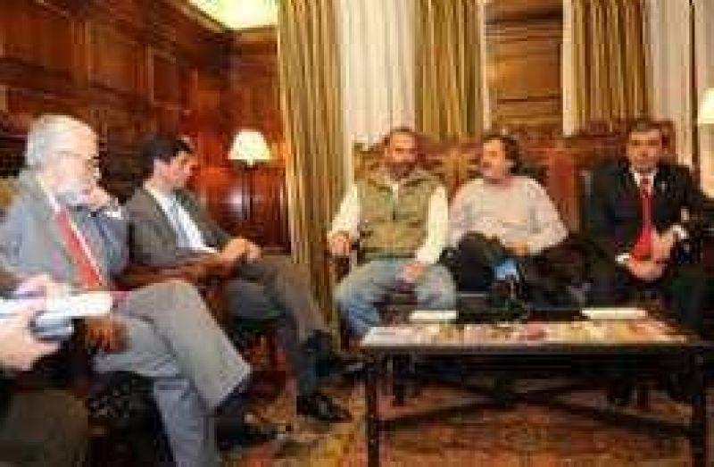 """""""El desquicio institucional es paradigmático en Tucumán"""""""