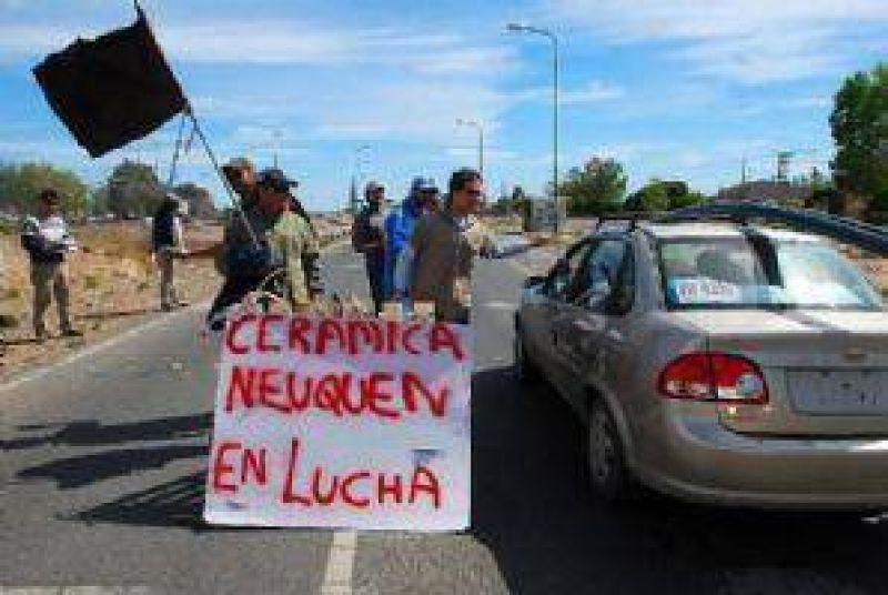 Ceramistas protestan en la ruta 7
