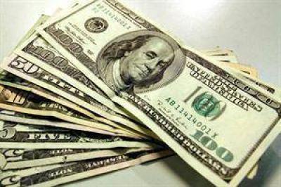 El dólar turista vuelve a ser más caro que el blue