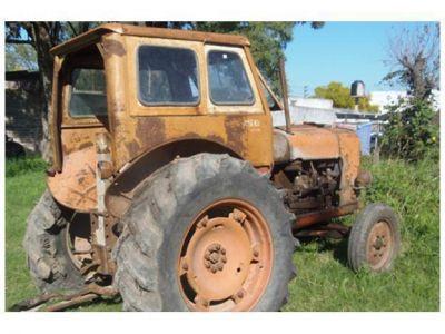 Compraron un tractor con cheques falsos