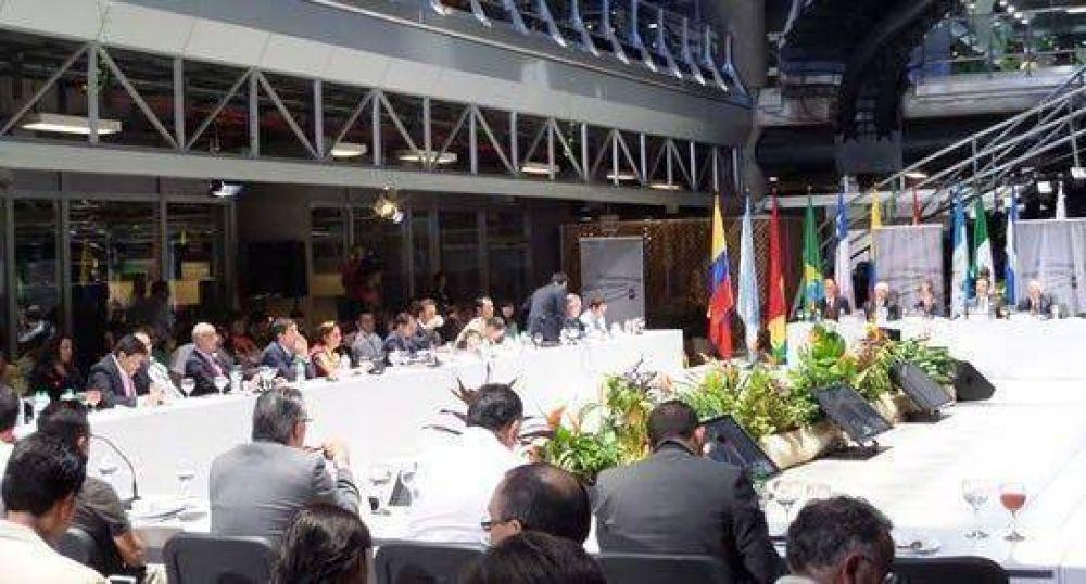 Corral expuso en Medellín sobre gestión de riesgos
