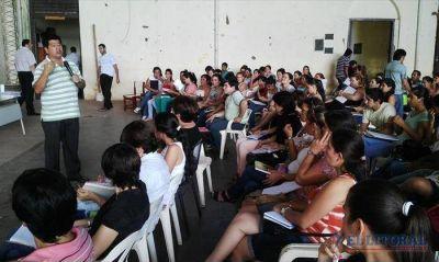 Capacitan en lengua guaraní a docentes para facilitar la enseñanza en las aulas