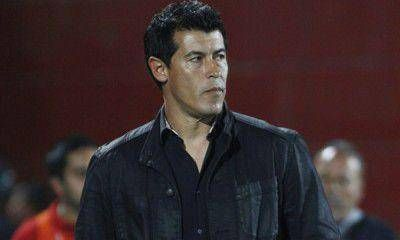 """Almirón: """"El árbitro nos perjudicó, pero no tuvo incidencia en el resultado"""""""