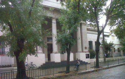 Desalojaron una escuela primaria en Córdoba por olor a gas
