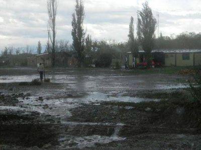 Más de 80 familias fueron evacuadas, hubo derrumbes y barrios inundados en el Valle de Uco