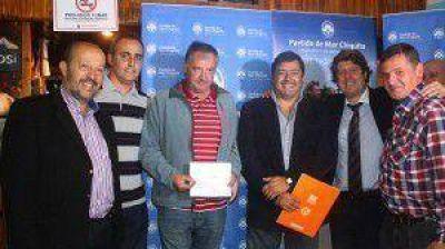 ENTREGARON IMPORTANTE SUBSIDIO AL CLUB SOCIAL Y DEPORTIVO SANTA CLARA DEL MAR