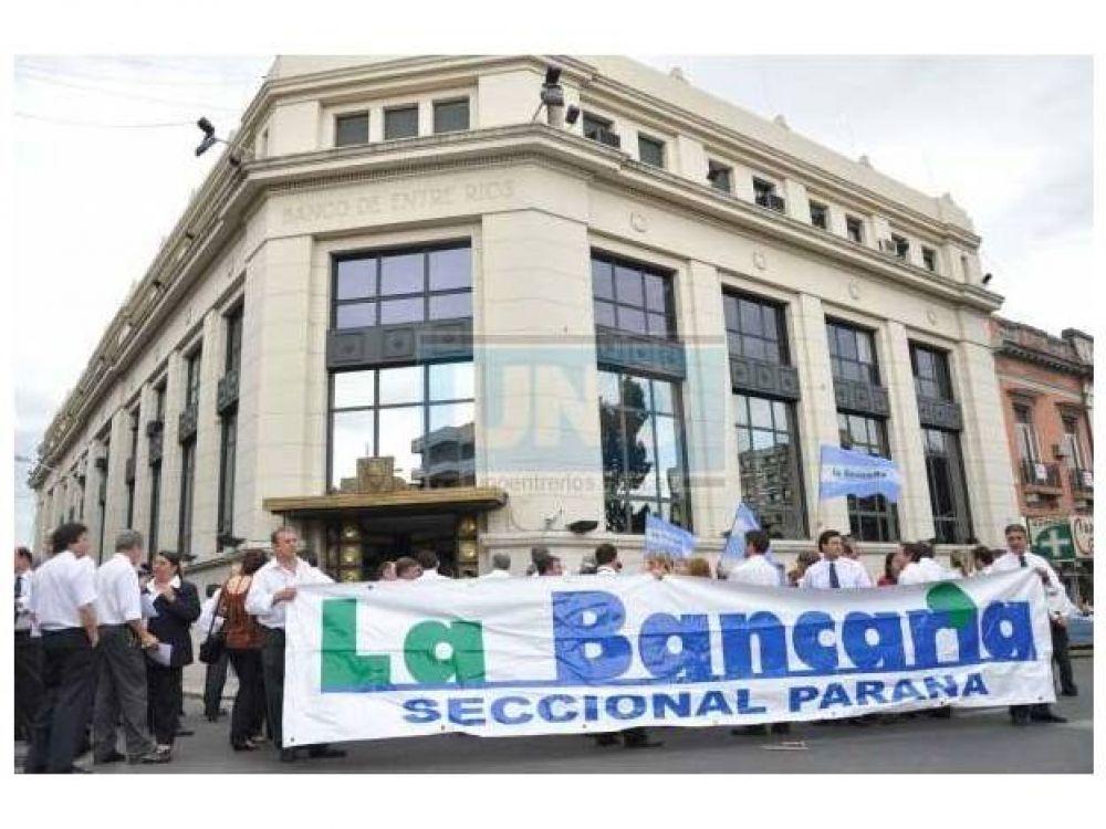 Bancarios acordaron una suba del 29% y el salario inicial superará los 11.000 pesos
