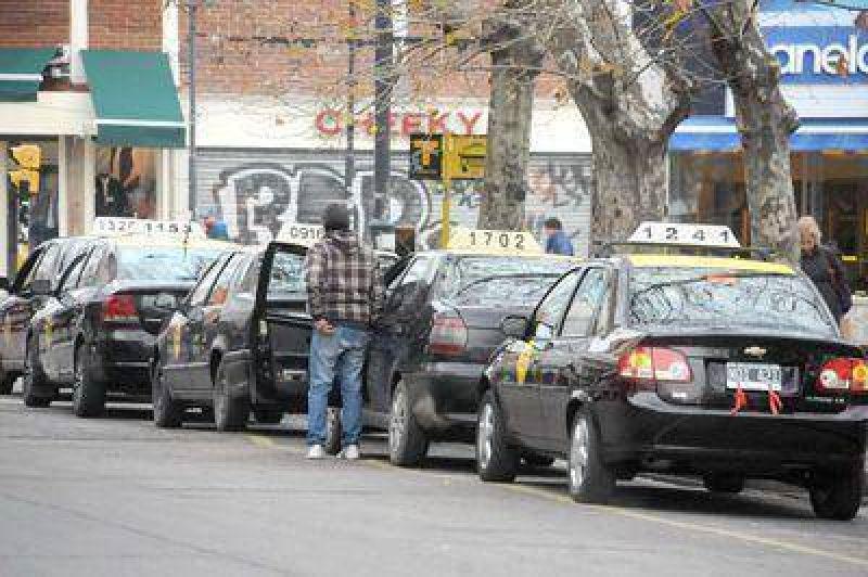 Circular�n taxis y abrir�n bancos, comercios y estaciones de servicio