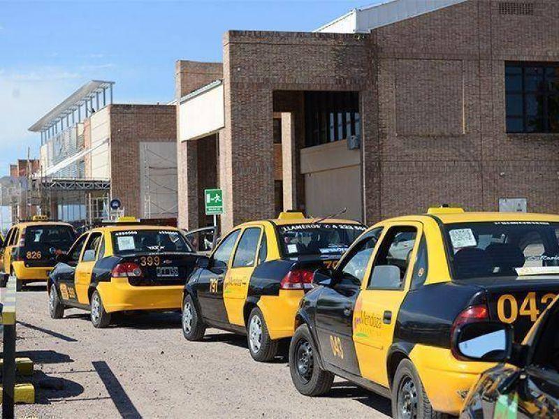 Por el paro de estaciones de servicio casi no habrá taxis el jueves