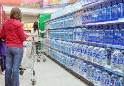 Denunciaron aumentos en el agua y la harina por la fuerte demanda