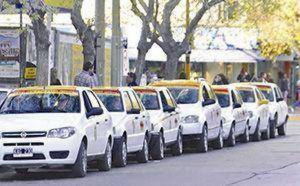 Acordaron que taxis y remises cobrarán más barato el jueves