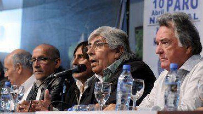 """Moyano y Barrionuevo le pidieron a la Presidente que """"reflexione y entienda el mensaje de la gente"""""""