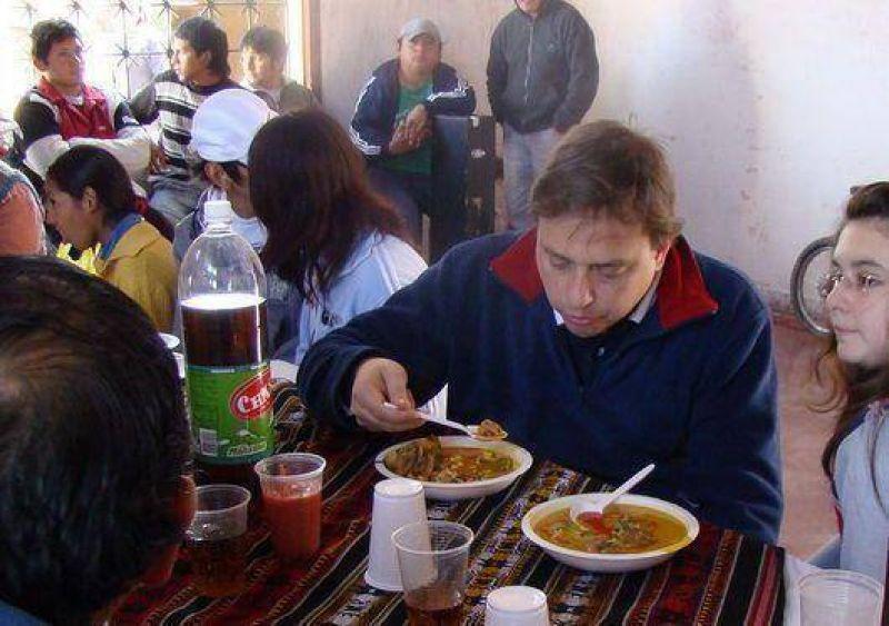 Guillermo Snopek compartió un almuerzo con vecinos de Alto Comedero
