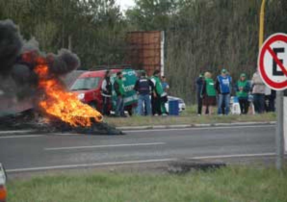 Los camioneros hicieron un piquete en Rutas 7 y 65