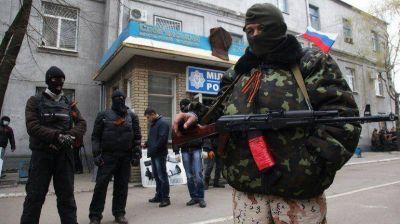 Militares prorrusos sin identificación usurpan edificios públicos en Ucrania: ¿otra Crimea?