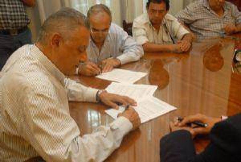 Paritarias: Hubo acuerdo salarial entre el gremio de Vialidad y la Provincia