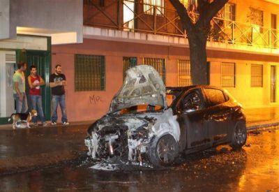 Quemacoches: en un año, ya hay más de 90 autos incendiados en la Región