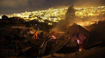 Ascienden a once los muertos por el incendio forestal en Valpara�so