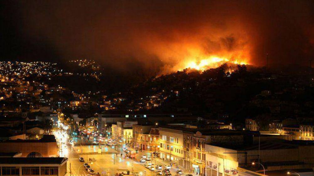 El gobierno chileno anunció nuevas medidas para hacerle frente al incendio en Valparaíso