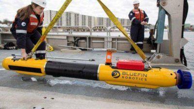 Hallan una mancha de combustible y la búsqueda sigue con un submarino