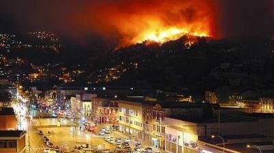Un incendio arras� la ciudad: 12 muertos y 10.000 evacuados