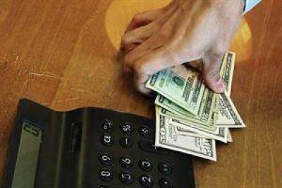 Diputados kirchneristas proponen quitar subsidios a quienes compren más de mil dólares mensuales