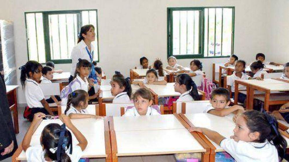 Garantizan el aumento al básico para docentes