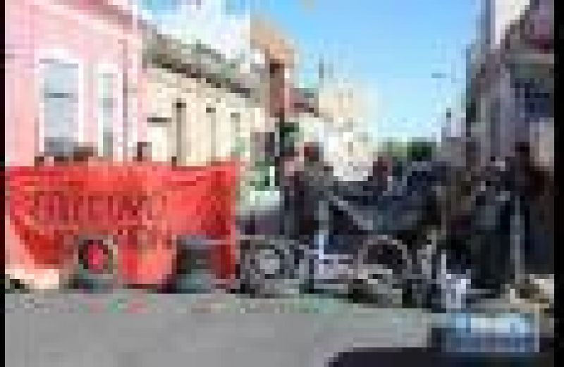 Desocupados y trabajadores de Maciá y Rosario del Tala protestan en calle España